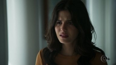 Laila fica arrasada ao saber da gravidez de Helena - Helena afirma que Elias a ama e ficará com ela