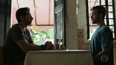 Davi afirma a Ali que que não permitirá o casamento de Sara - Ali garante que ama Sara e a fará feliz. Davi não aceita os argumentos e vai embora da casa de chá