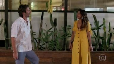 Raimundo e Janaína se beijam e ficam apaixonados - Raimundo e Janaína ficam sem graça no início mas se rendem a paixão