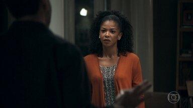 Amadeu afirma a Gilda que não quer mais saber de Maria da Paz - Ele promete para a esposa que vai conseguir o dinheiro da cirurgia