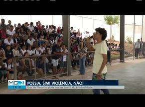 Bienal da Poesia chega ao fim em Governador Valadares - Tema desta quarta-feira (12) abordou a literatura como forma de ajudar jovens a saírem da criminalidade.
