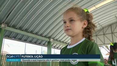Jogadoras da Seleção são exemplo para meninas de sete anos - As atletas mirins não se preocupam com o resultado, pois o que vale para elas é jogar.