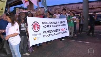 Cidades brasileiras têm transporte público parcialmente parado e protestos nesta sexta - Mobilização foi convocada contra cortes na educação e a reforma da Previdência. Por volta de 8h20, ao menos 16 estados e o DF foram afetados.