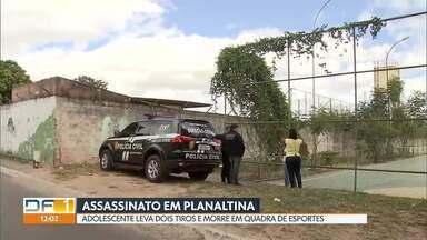 Adolescente de 16 anos é assassinado em Planaltina - O crime foi em uma quadra de esportes, que fica ao lado de uma escola.