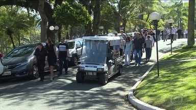 Corpo do jornalista Clóvis Rossi é enterrado em São Paulo - Ele tinha 76 anos e morreu em casa, quando se recuperava de um enfarte.