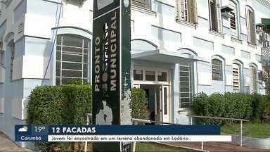 Jovem de 24 anos é encontrado ferido com 12 facadas em Ladário - Ele estava caído em um terreno baldio.