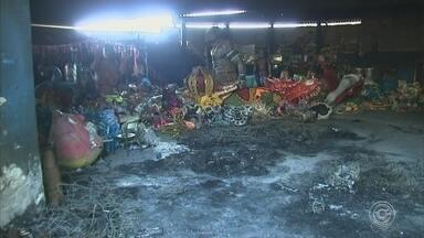 Laudo da perícia sobre o incêndio em barracão de escola de samba deve sair no próximo mês - A Polícia Civil está investigando o caso com possíveis imagens das câmeras de segurança instaladas no entorno do viaduto próximo.