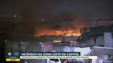 Incêndio atinge depósito de Casas André Luiz na Zona Leste de SP - Mais de 60 bombeiros de 22 equipes combateram as chamas, que, segundo moradores, começaram por volta das 2h.