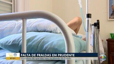 Falta de fraldas geriátricas causa transtorno para moradora de Prudente - Ela precisa de apoio do Estado e sempre há atraso.