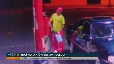 Dois jovens são presos e adolescente é apreendido por envolvimento em incêndio a ônibus - O crime foi em Toledo no dia 20 de maio.