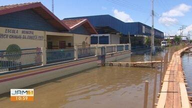 Moradores do Careiro da Várzea sofrem com a subida das águas - População tenta driblar dificuldades.