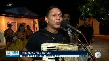 """Targino Gondim abre edição especial do GR2 - Targino foi eleito o melhor cantor regional em 2010, sua canção """"Esperando na Janela"""" lhe rendeu um Grammy em 2001 e foi a mais executada no Brasil em 2004."""