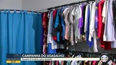 Campanha do agasalho deixa roupas à mostra para adoção - Ação em Buritama deixa espaço parecido com uma loja.