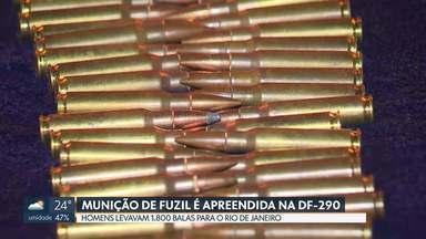 Dois homens são detidos na DF-290 com munição de fuzil - Eles iam levar 1.800 balas para o Rio de Janeiro. Os policiais do Grupo de Patrulhamento Tático de Goiás desconfiaram ao checar que a cor registrada no sistema não batia com a do carro.