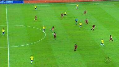 Seleção feminina vence Itália e se classifica para as oitavas de final da Copa do Mundo - Torcida brasileira e Galvão pedem entrada do Éverton em campo pelo time masculino, que terminou em empate contra Venezuela.