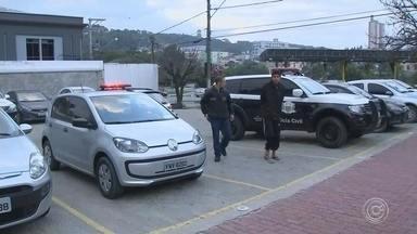 Oito pessoas são presas em ação contra o tráfico de drogas em Piedade - A Polícia Civil faz uma operação contra o tráfico de drogas e o crime organizado em Piedade (SP), na manhã desta quarta-feira (19).