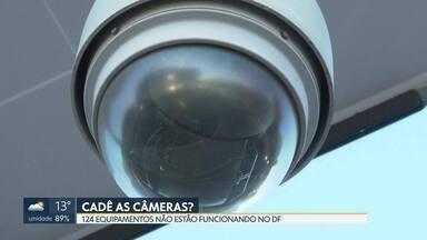 GDF dá prazo de 90 dias para o conserto das câmeras de monitoramento - Das 584 câmeras de videomonitoramento instaladas no DF, 124 não estão funcionando. Segundo a Secretaria de Segurança Pública, os equipamentos apresentaram defeito ou foram destruídos por vândalos.