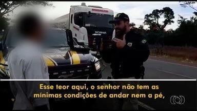 Motorista é flagrado dirigindo bêbado na BR-452, em Rio Verde - PRF começou, nesta quinta-feira, a usar os novos aparelhos para fazer o teste do bafômetro.