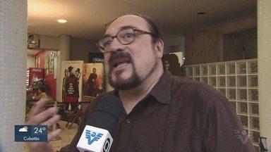 Velório de Rubens Ewald Filho acontece na Cinemateca Brasileira, em SP - Considerado um dos maiores especialistas em cinema, crítico morreu após ficar um mês internado por sofrer desmaio seguido de queda em escada rolante.