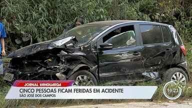 Acidente com quatro veículos na SP-50 deixa cinco feridos em São José - Trecho chegou a ficar interditado e houve congestionamento na rodovia após acidente.