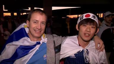 Uruguaios e japoneses fazem festa na esplanada da Arena antes do jogo - Assista ao vídeo.
