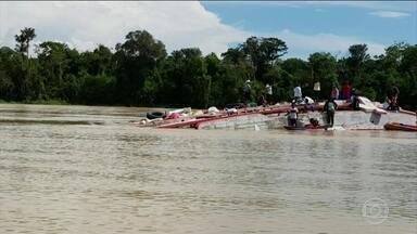 Cinco pessoas estão desaparecidas após naufrágio de barco no Amazonas - O barco naufragou no município de Caruari, no interior do Amazonas. Pelo menos 97 pessoas estavam a bordo.