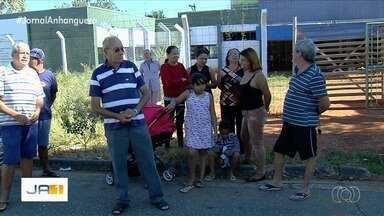 Moradores pedem posto de saúde em bairro de Goiânia - Segundo eles, unidade mais perto ainda é longe quando precisam de atendimento de emergência.