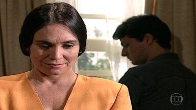 Helena conversa com César - Confira