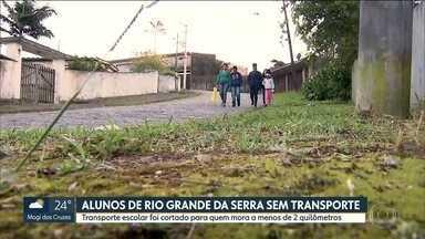 Alunos de escola estadual de Rio Grande da Serra ficam sem transporte - A secretaria Estadual diz que eles moram a menos de 2 kms da escola e por isso perderam o direito ao transporte.