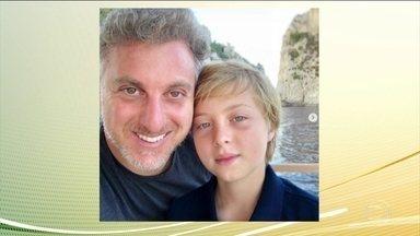 Filho do apresentador Luciano Huck se recupera após passar por cirurgia - Benício, de 11 anos, caiu e bateu a cabeça enquanto praticava wakeboard em Angra dos Reis, no Rio. Ele passou por cirurgia e seu estado de saúde é estável.