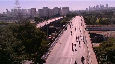 O primeiro dia útil depois da interdição da Ponte do Jaguaré, em São Paulo - A ponte foi interditada para veículos na sexta-feira, depois de um incêndio