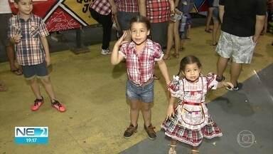 Crianças também aproveitam o feriadão para curtir as festas juninas - No Recife, houve muita animação no Sítio da Trindade, na Zona Norte