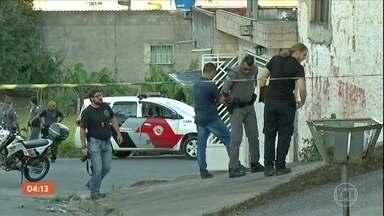 PM é morto ao tentar deter bandidos que invadiam casa em SP - Marivaldo da Rocha fazia o patrulhamento de moto com um colega em Ferraz de Vasconcelos. Agentes chegaram na hora em que os criminosos se preparavam para fugir.