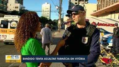 Criminoso tenta assaltar farmácia em Vitória e é preso - Crime aconteceu no cruzamento das avenidas César Helal e Leitão da Silva, na manhã desta terça-feira (25). Ele tentou fugir, mas foi capturado.