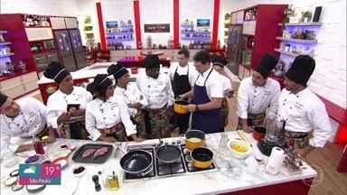 Chef Ian Baiocchi dá workshop de carne de porco - O chef Ian Baiocchi ensina receita de bisteca com acompanhamentos incríveis para a galera do 'Super Chef Celebridades 2019'
