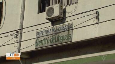 Alunos de Cubatão, SP, reclamam de atraso no início de curso de línguas - De acordo com estudantes, Prefeitura de Cubatão justifica o atraso afirmando realizar reformulação no curso.