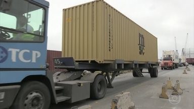 Receita Federal apreende mais de 500 kg de cocaína, no porto de Paranaguá, no Paraná - A droga estava escondida em um contêiner numa carga de amendoim, que iria para o porto de Rotterdam, na Holanda.