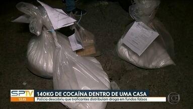 Polícia encontra 140kg de cocaína com traficantes de Arujá e região. - Parte da droga estava escondida no fundo falso de um carro que saía da casa usada pelos traficantes.