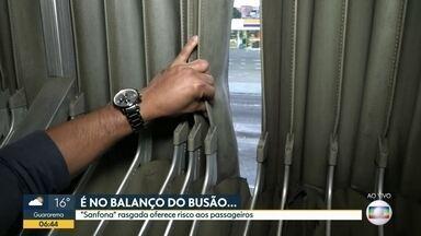 Passageiro mostra sanfona rasgada em ônibus da zona leste da capital - Veículo da linha 407N está com o mesmo problema relatado por telespectador.