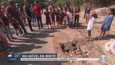 MG Móvel acompanha reivindicação dos moradores de Ibirité - Moradores reclamam que rua Maranhão não tem iluminação, a rede de esgoto está com manilhas abertas e o local virou um bota-fora.