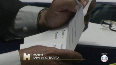 Corregedoria do Senado arquiva investigação de fraude em eleições da mesa diretora - Na primeira votação foram colocadas 82 cédulas nas urnas - uma a mais que o total de 81 senadores. As cédulas foram trituradas e foi feita uma nova eleição que elegeu Davi Alcolumbre (DEM-AP).