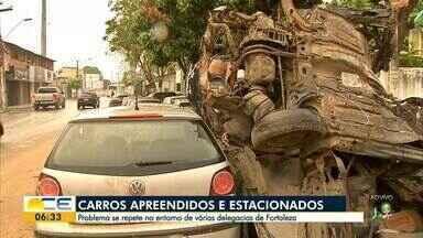 Carros apreendidos ficam estacionados no entorno da delegacia do João XXIII - Problema se repete em outros bairros.
