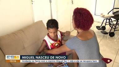 Atropelamento na Serra, ES, completa um mês e menino se recupera bem - Miguel teve fraturas mas se recupera bem em casa.