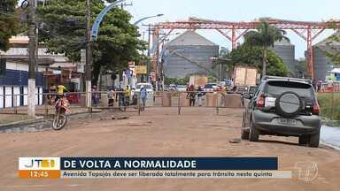 Avenida Tapajós deve ter trânsito totalmente liberado nesta quinta-feira - Trecho estava interditado por conta da cheia do rio, via está passando por limpeza e recuperação asfáltica. Bombas de sucção também estão sendo desinstaladas.