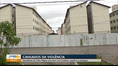 Moradores de condomínio em João Pessoa convivem com tiroteios, assaltos e ameaças - Moradores do Condomínio Vista Alegre estão abandonando os apartamentos, expulsos pelos bandidos.