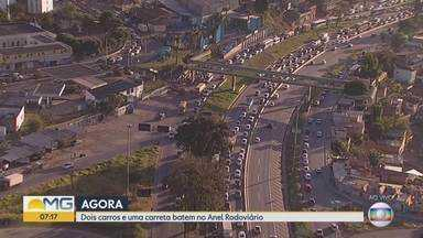 Acidente provoca congestionamento no Anel Rodoviário em Belo Horizonte - Batida foi na altura do bairro João Pinheiro, na Região Noroeste.