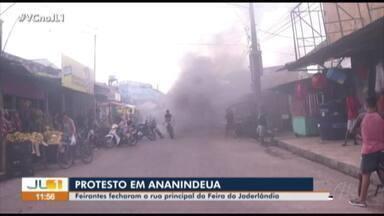 Feirantes fecham rua principal da feira do Jaderlândia - Feirantes fecham rua principal da feira do Jaderlândia