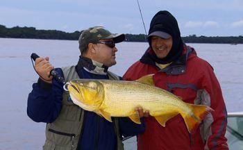 Pescaria na Argentina é marcada por peixões - Em Paso de la Patria, a equipe se aventurou atrás dos gigantes dourados.