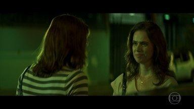 Irene procura Mira - Ela foi a primeira a denunciar Roger anonimamente para a jornalista