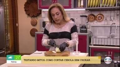 'É de Casa' testa dicas para cortar cebola sem chorar - Apresentadores mostram o que funciona e o que não funciona!